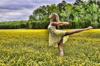 dancer-2093996_1280