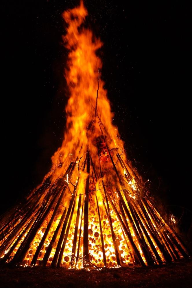 fire-142482_1280